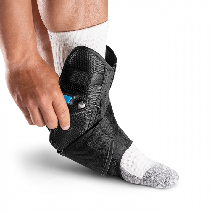 Aircast AirLift PTTD Brace - Donning